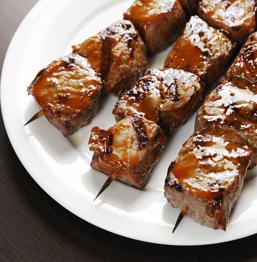 Veuve Clicquot - Brochetas de lomo de ternera con salsa de regaliz acompañadas de patatas estofadas con limón y café verde