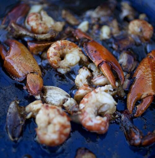 Veuve Clicquot - Kebab de cauda de camarão com gomásio e anis