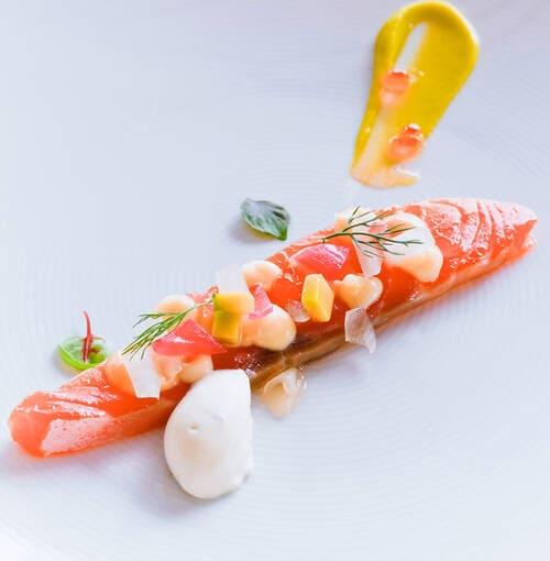 Veuve Clicquot - Gravlax de salmón con mousse de aguacate