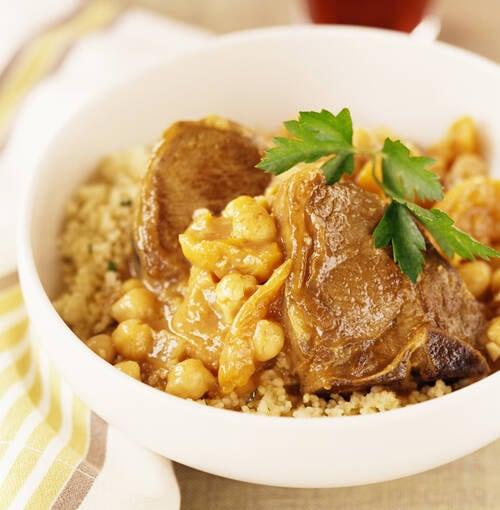 Veuve Clicquot - ラムのタジンとブルーロブスターにクミン風味のセモリナ小麦を添えて