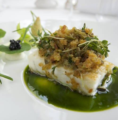 Veuve Clicquot - Rodaballo al aroma de cedrón, anguila ahumada y espárragos, acompañados de pasta somen